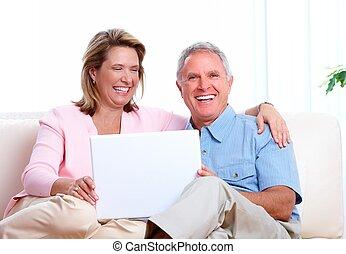 par velho, casa, com, computer.