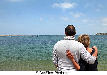 par velho, desfrutando, vista mar