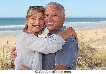 par velho, férias, abraçar