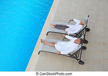 par velho, relaxante, em, longo, cadeiras