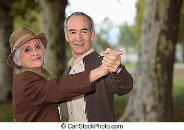 par velho, romanticos, passeio