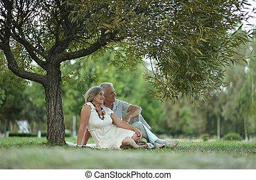 par velho, sentando