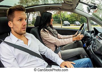 par, viajando, um carro