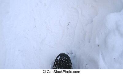 par, vue, fin, mo, unrecognizable, pov, randonneur, blanc, clair, snow., pieds, sommet, forest., haut, marcher, détail, hiver, lent, trail., mâle, concept., bottes, type, aller, route, flânerie, neigeux, marche