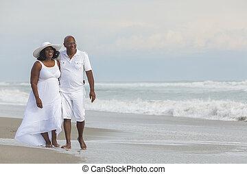 para, amerykanka, afrykanin, senior, plaża, szczęśliwy