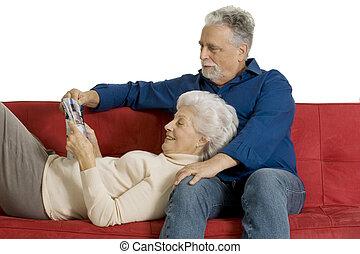para, czytanie magazyn, starszy, leżanka