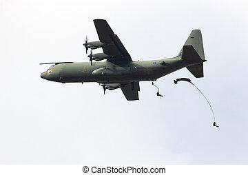 Para dropping - EDE, NETHERLANDS - SEP 22: RAF C-130...