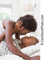 para, intymny, ich, leżący, łóżko