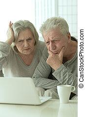 para, laptop, dojrzały, smutny