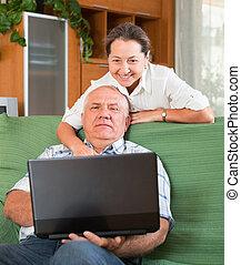 para, laptop, dojrzały