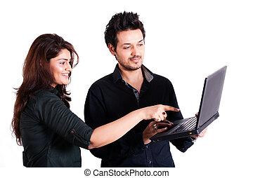 para, multi, młody, odizolowany, rasowy, używający laptop, ...