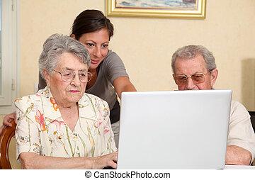 para, od, starszy, osoby, z, młoda kobieta, używając, internet
