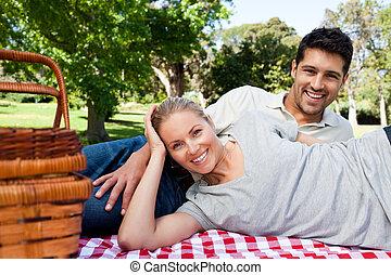 para, picnicking, w parku