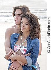 para, plaża, młody, obejmowanie