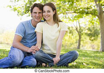 para, posiedzenie, uśmiechanie się, outdoors