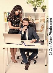para, profesjonaliści, nieformalny, executives., albo, pracujący, handlowe spotkanie, kierownicy, coworkers, sprawy, biuro., przewodniczy, work., bywały, komunikowanie