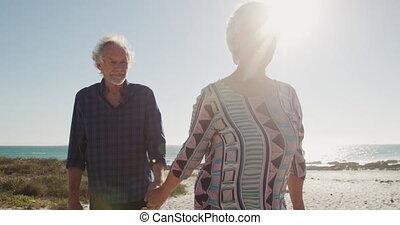 para, razem, senior, plaża, pieszy