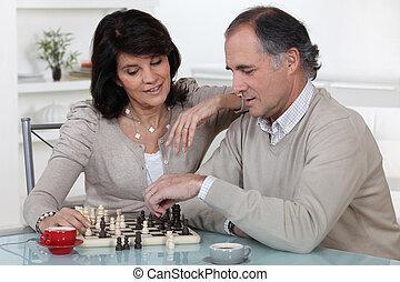 para, wiek średni, grając szachy