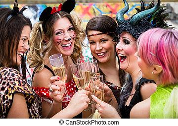 parada, carnaval, meninas, clinking, óculos champanha