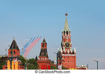 parada, kolor, na, kolor, ustalać, -, wojna, czerwony, smuga, 9, może, moskwa, samoloty, moskwa, bandera, 9:, ruski, mucha, wielki, skwer, spasskaya, 2010, honor, zwycięstwo, patriotyczny, wieża, rosja
