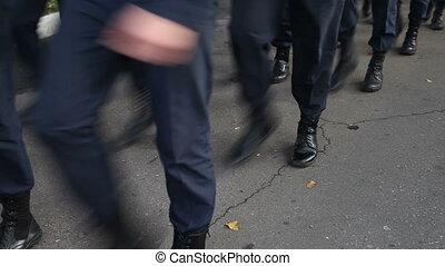 parade militaire, marcher