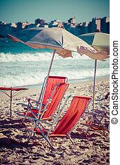 paraguas, janeiro, sillas, de, río, playa