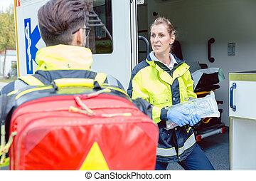 paramedics, uden for, ambulance, diskuter, deployment