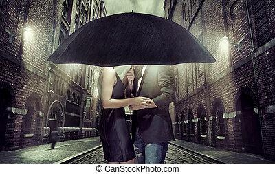 parapluie, couple, jeune, sous, eux-mêmes, dissimulation