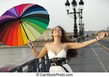 parapluie, femme heureuse