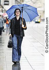 parapluie, femme, rue