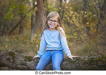 parc, automne, fond, dehors, portrait, blond, girl, lunettes
