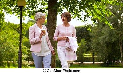 parc, café, amis, femmes, ou, boire, personne agee