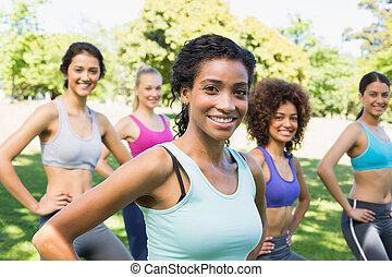 parc, confiant, femmes, exercisme