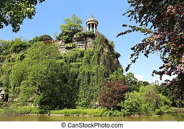 Parc des Buttes Chaumont Paris - Temple Sybille of the Parc ...