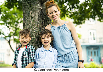 parc, deux, fils, mère, portrait, heureux