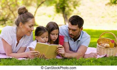 parc, famille, été, livre lecture, pique-nique