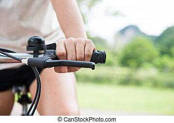 parc, femme, équitation bicyclette