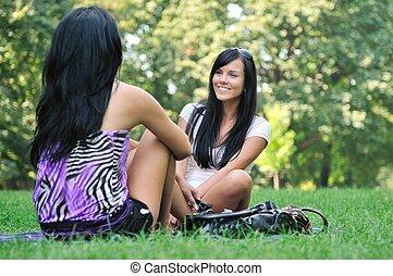 parc, -, filles, deux, conversation, dehors, amis