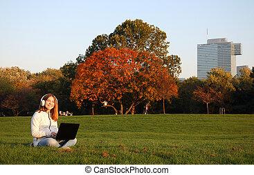 parc, girl, heureux, ordinateur portable, adolescent, automne, saison