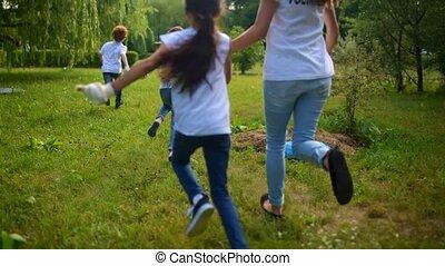 parc, haut, jeu crochet, volontaires, enfants