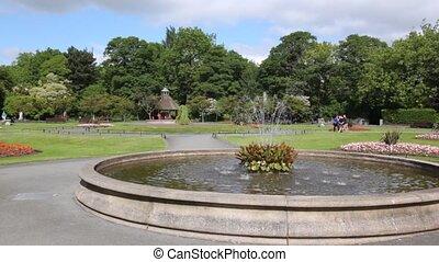 parc, marche, fontaine, quelques-uns, gens