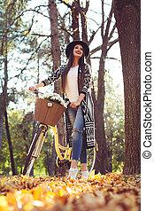 parc, marche, vélo, jeune, femme