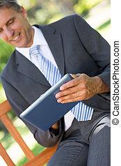 parc, numérique, utilisation, homme affaires, tablette