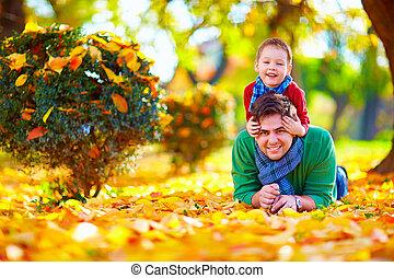 parc, père, fils, automne, amusement, avoir, heureux