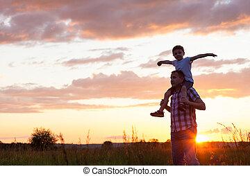 parc, père, fils, time., coucher soleil, jouer
