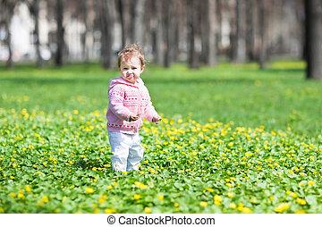 parc, printemps, ensoleillé, doux, dorlotez fille, jouer