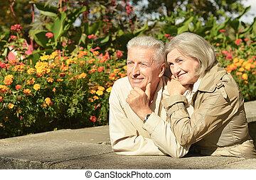parc, sourire, portrait, couples aînés, automne