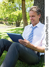 parc, utilisation, homme affaires, tablette, informatique