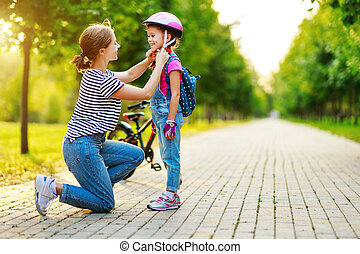 parc, vélo, famille heureuse, cavalcade, enfant, mère, fille, enseigne