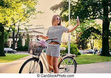 parc, vélo, selfie., femme, confection